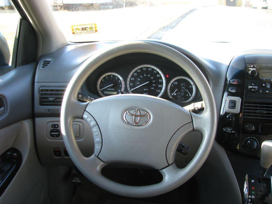 Toyota Sienna image number 9