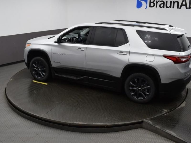 Silver Chevrolet Traverse image number 14
