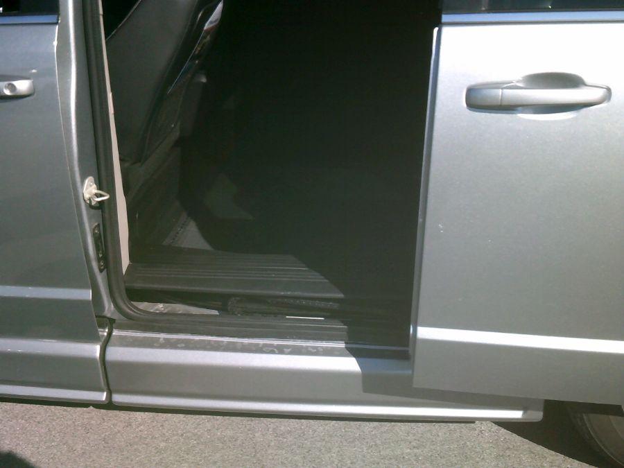 Silver Dodge Grand Caravan image number 25