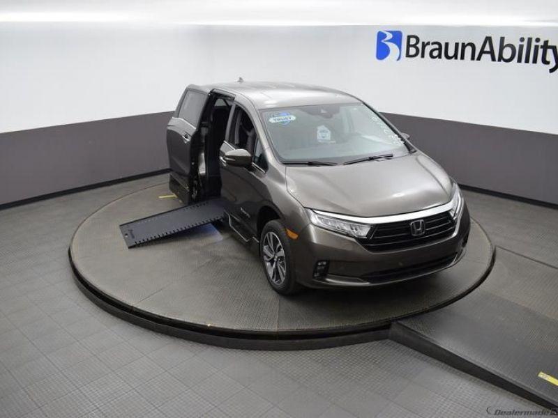 Gray Honda Odyssey image number 20