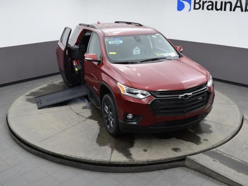 Red Chevrolet Traverse image number 20