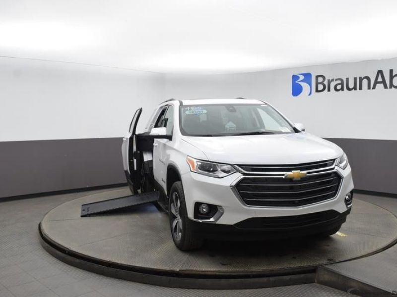 White Chevrolet Traverse image number 1