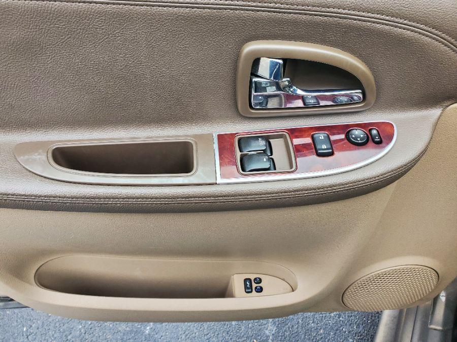 Brown Buick Terraza image number 23