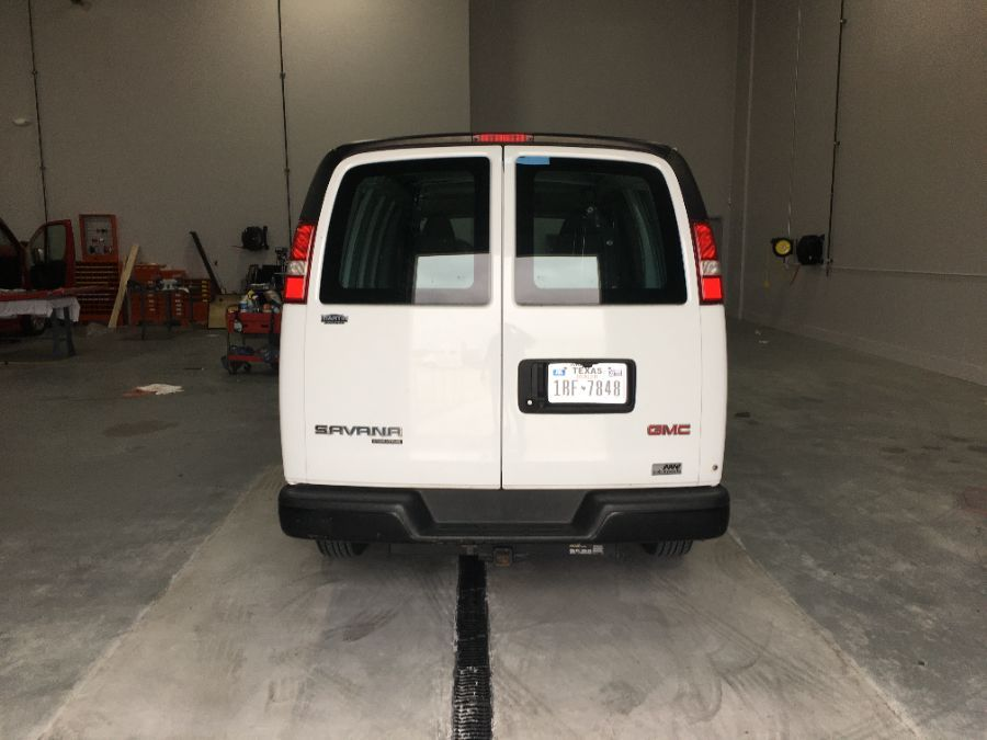 White GMC Savana Cargo image number 5