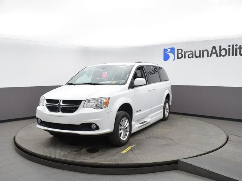 White Dodge Grand Caravan image number 2