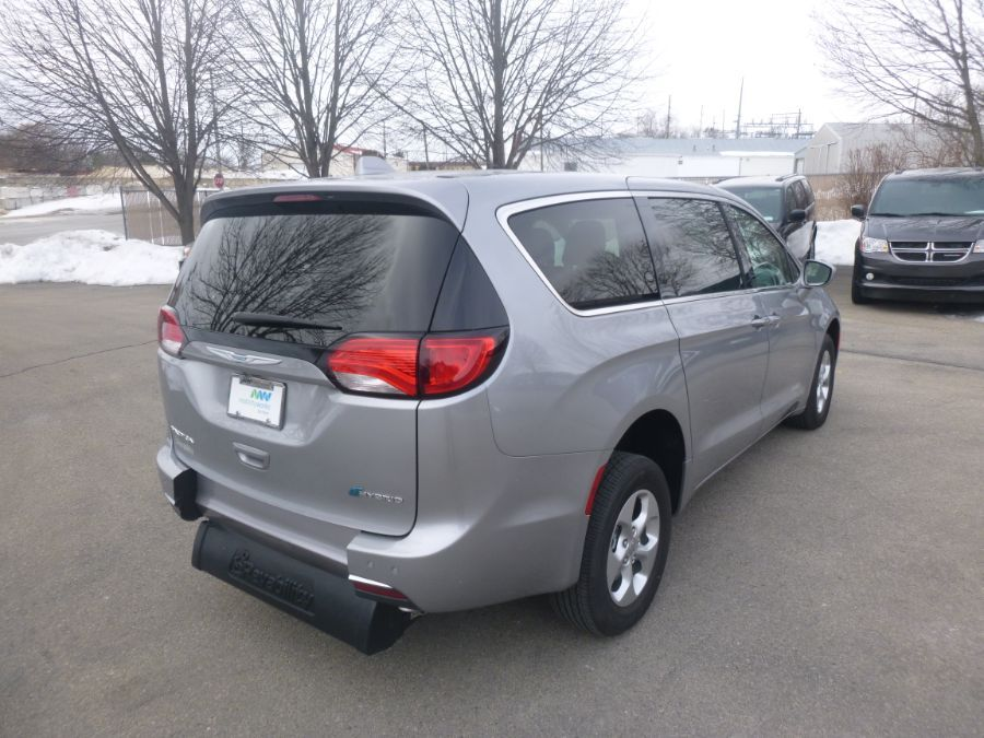 Silver Chrysler Pacifica Hybrid image number 7