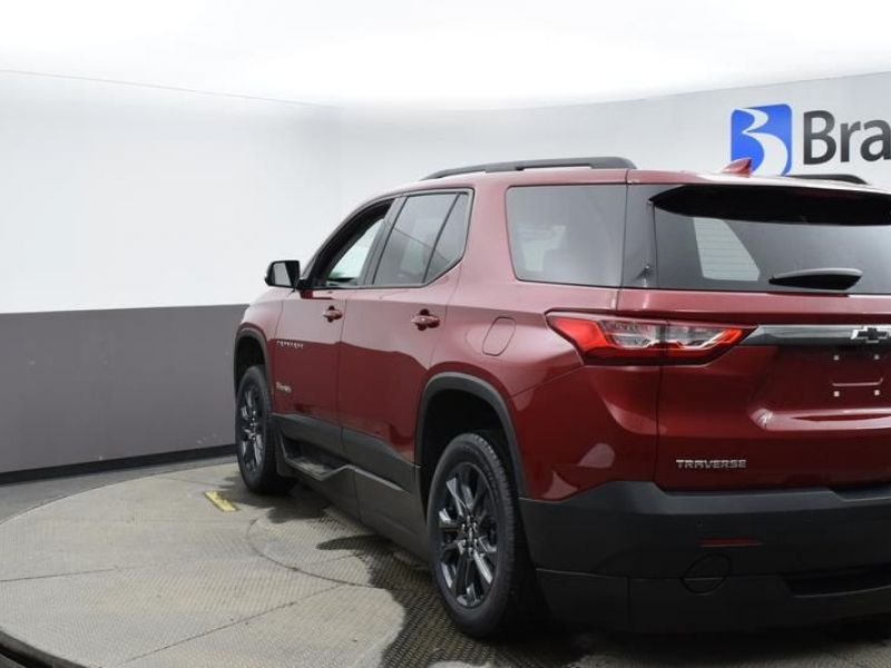 Red Chevrolet Traverse image number 6