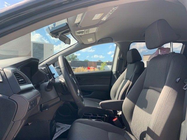 Black Honda Odyssey image number 12