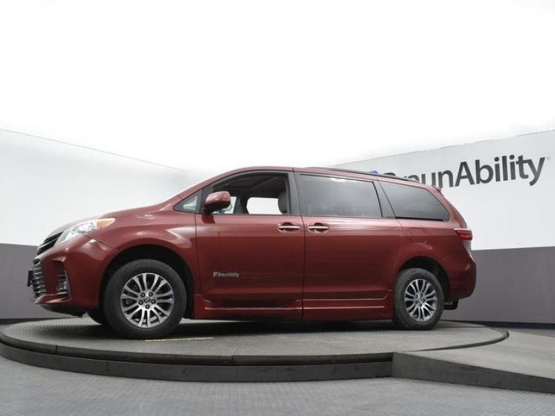 Red Toyota Sienna image number 18