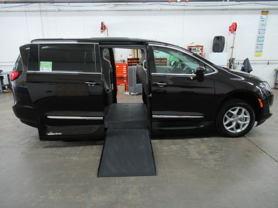 Brown Chrysler Pacifica image number 1