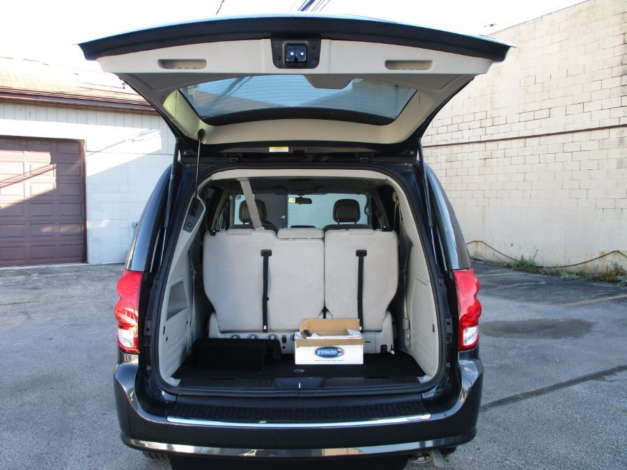 Dodge Grand Caravan image number 5