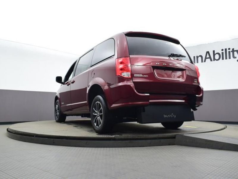 Red Dodge Grand Caravan image number 25