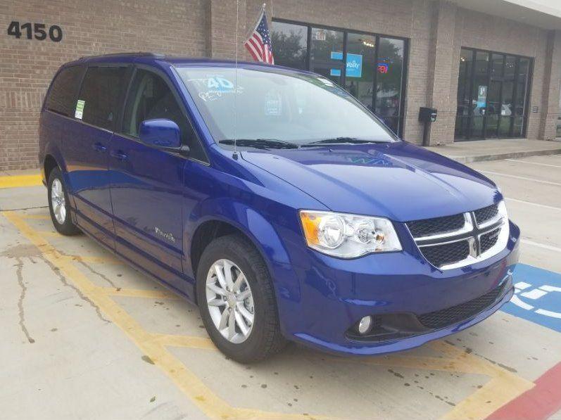 Blue Dodge Grand Caravan image number 25