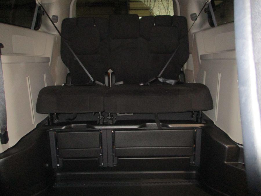 Gray Dodge Grand Caravan image number 19