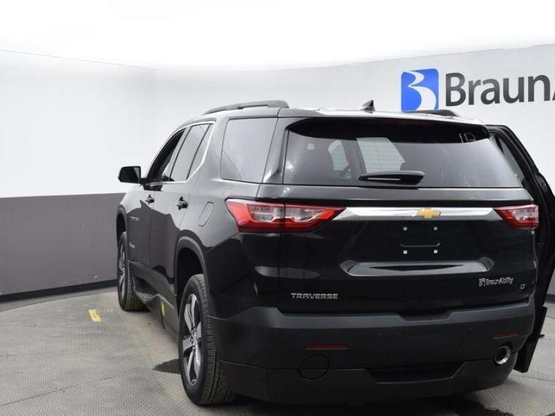 Black Chevrolet Traverse image number 5