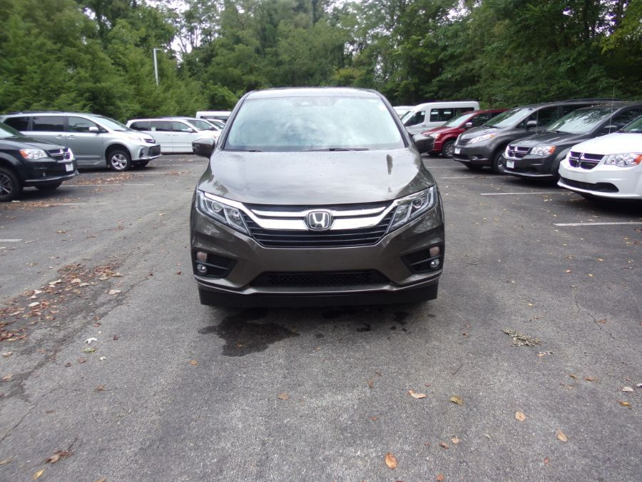 Gray Honda Odyssey image number 20