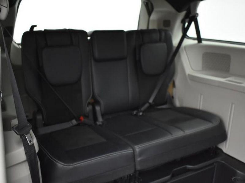 White Dodge Grand Caravan image number 20