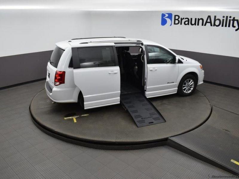 White Dodge Grand Caravan image number 22