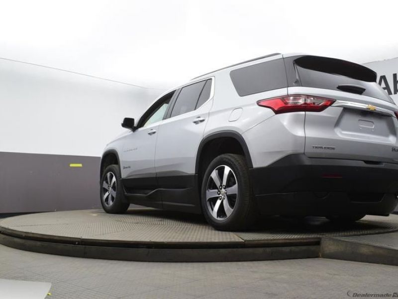 Silver Chevrolet Traverse image number 18
