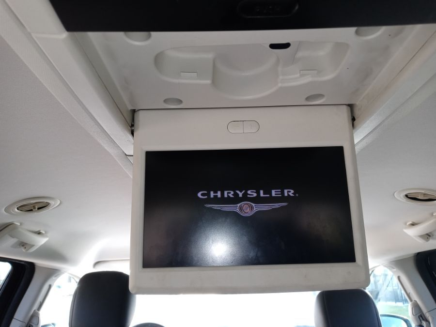 Blue Chrysler Town and Country image number 30
