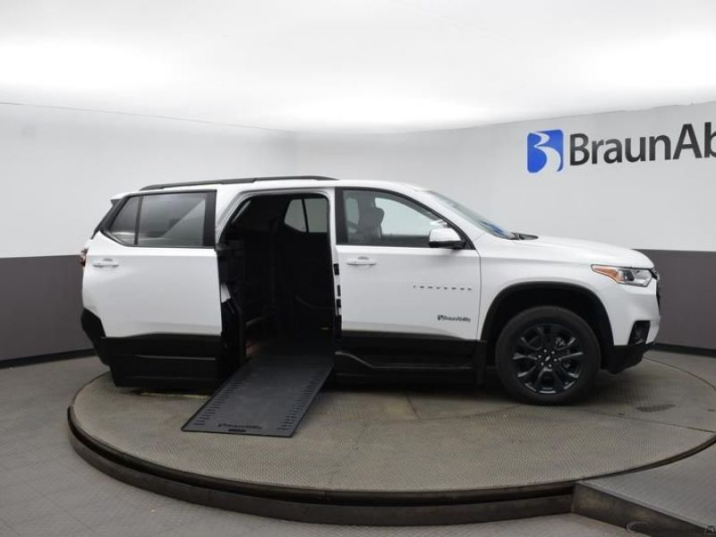 White Chevrolet Traverse image number 22