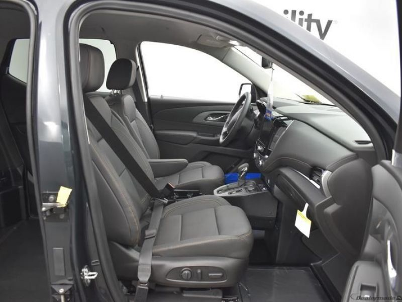 Gray Chevrolet Traverse image number 6