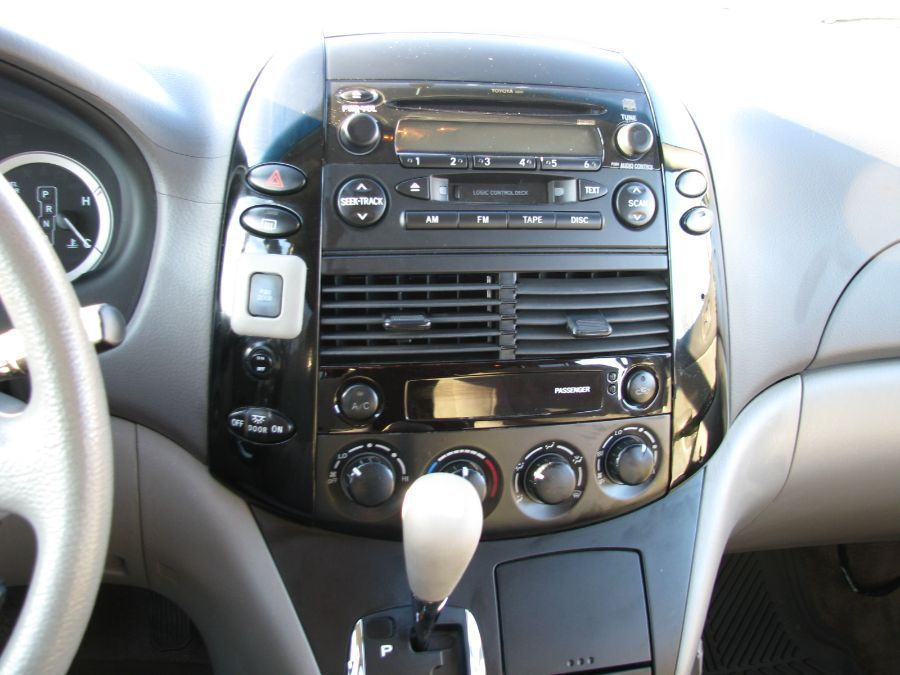 Toyota Sienna image number 10