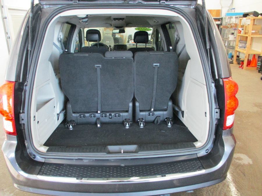 Gray Dodge Grand Caravan image number 13