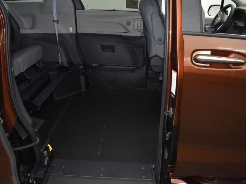 Orange Toyota Sienna image number 9