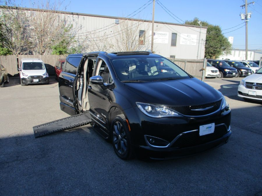 Black Chrysler Pacifica image number 1
