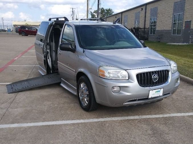 Silver Buick Terraza image number 14