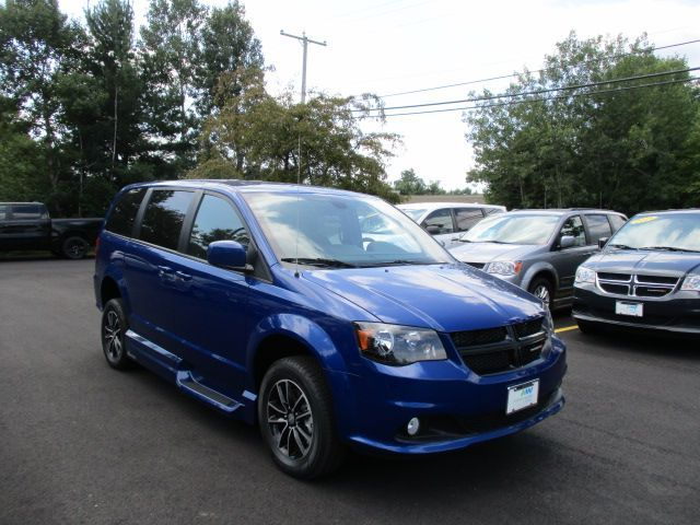 Blue Dodge Grand Caravan image number 21