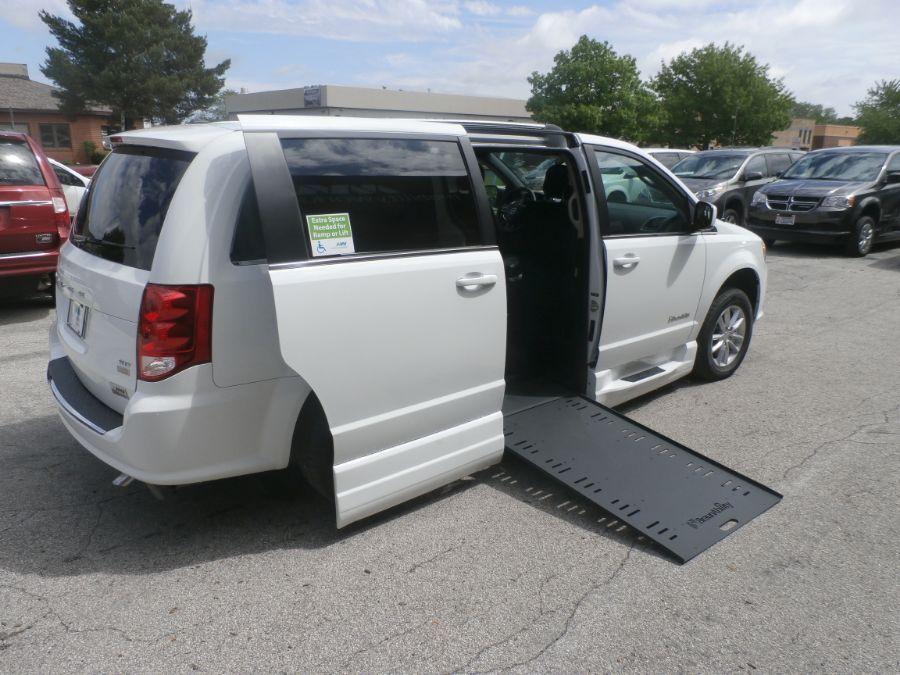 White Dodge Grand Caravan image number 27