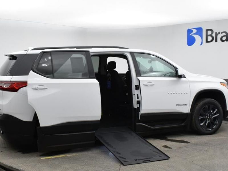 White Chevrolet Traverse image number 7