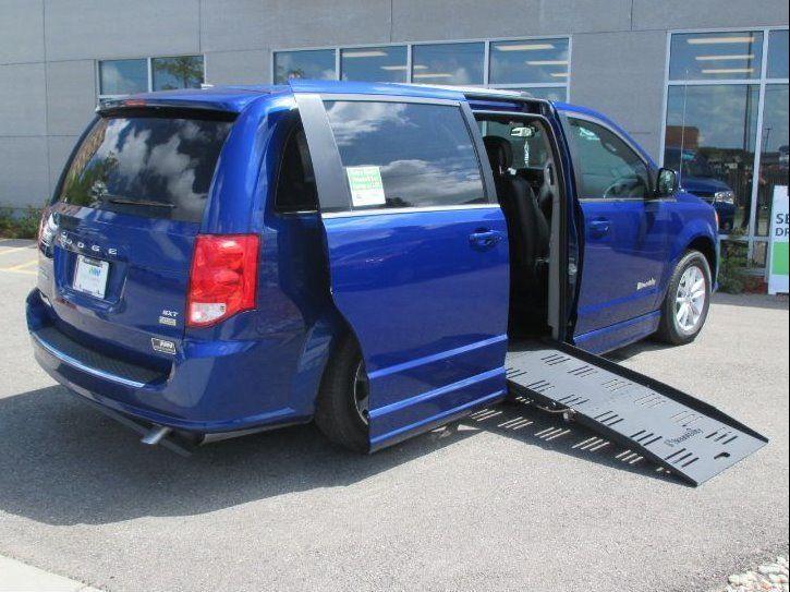 Blue Dodge Grand Caravan image number 24