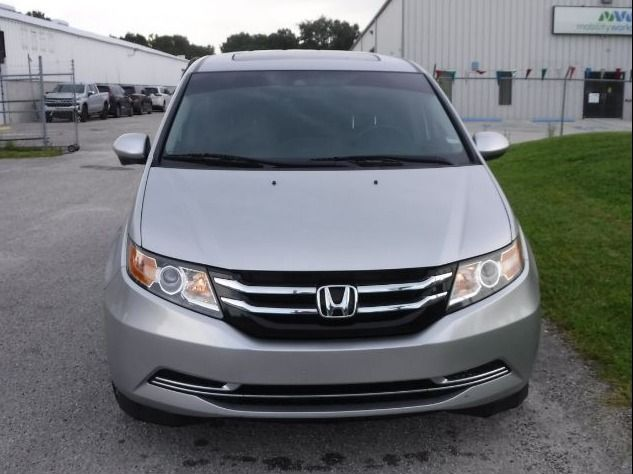 Silver Honda Odyssey image number 1