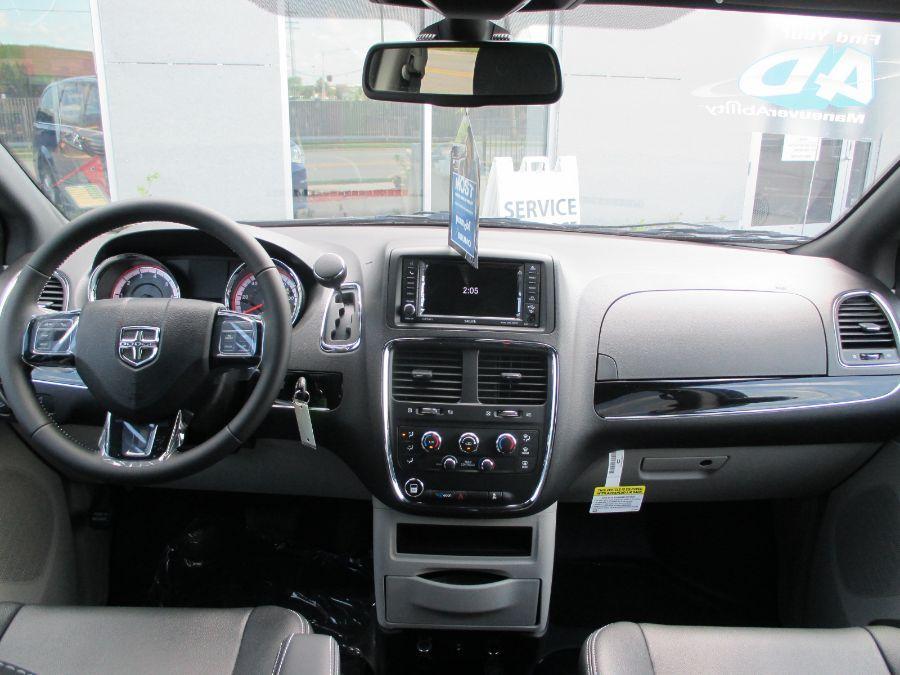Blue Dodge Grand Caravan image number 10