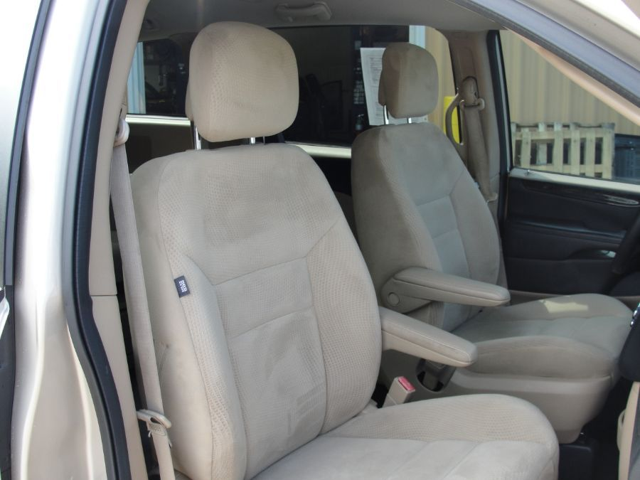 Brown Dodge Grand Caravan image number 14