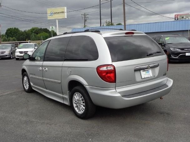 Black Chrysler Town and Country image number 6