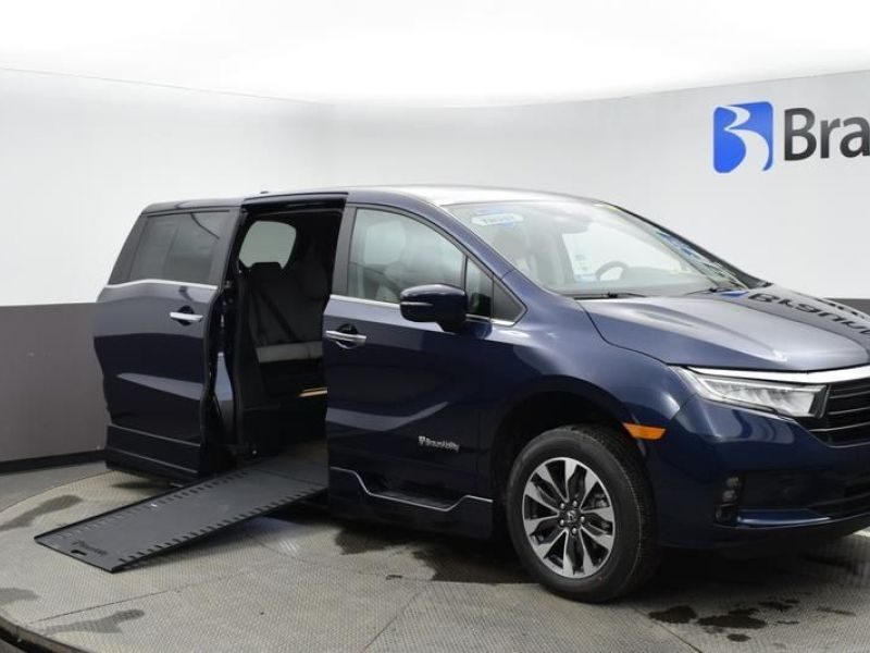 Blue Honda Odyssey with Side Entry Automatic In Floor ramp