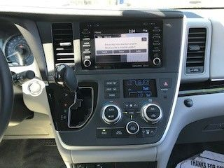 White Toyota Sienna image number 11