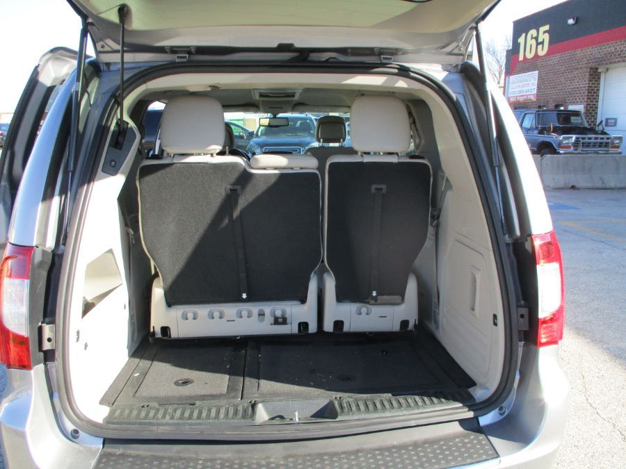 SILVER Chrysler Town and Country image number 9