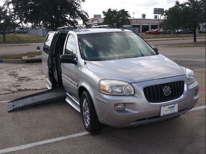 Silver Buick Terraza image number 10