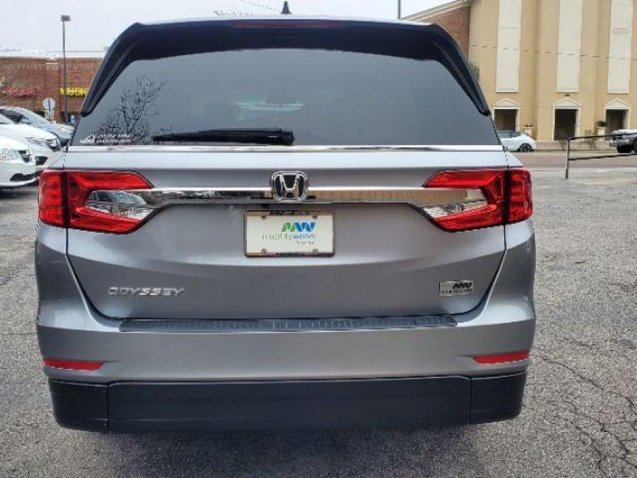 Silver Honda Odyssey image number 17
