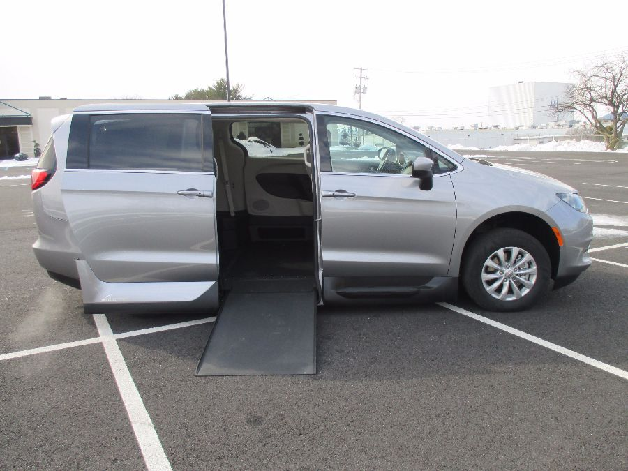 SILVER Chrysler Pacifica image number 28