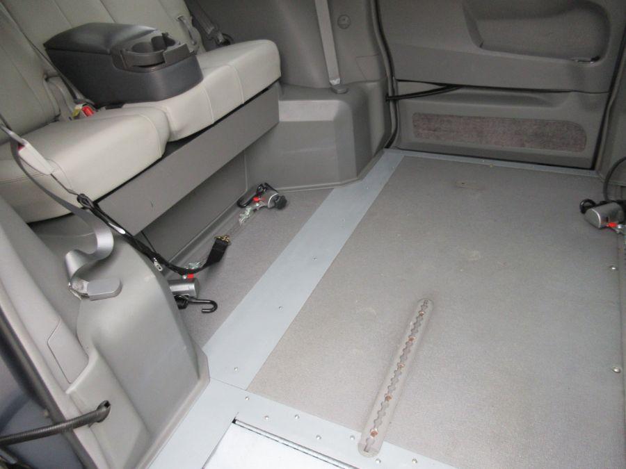 Toyota Sienna image number 1