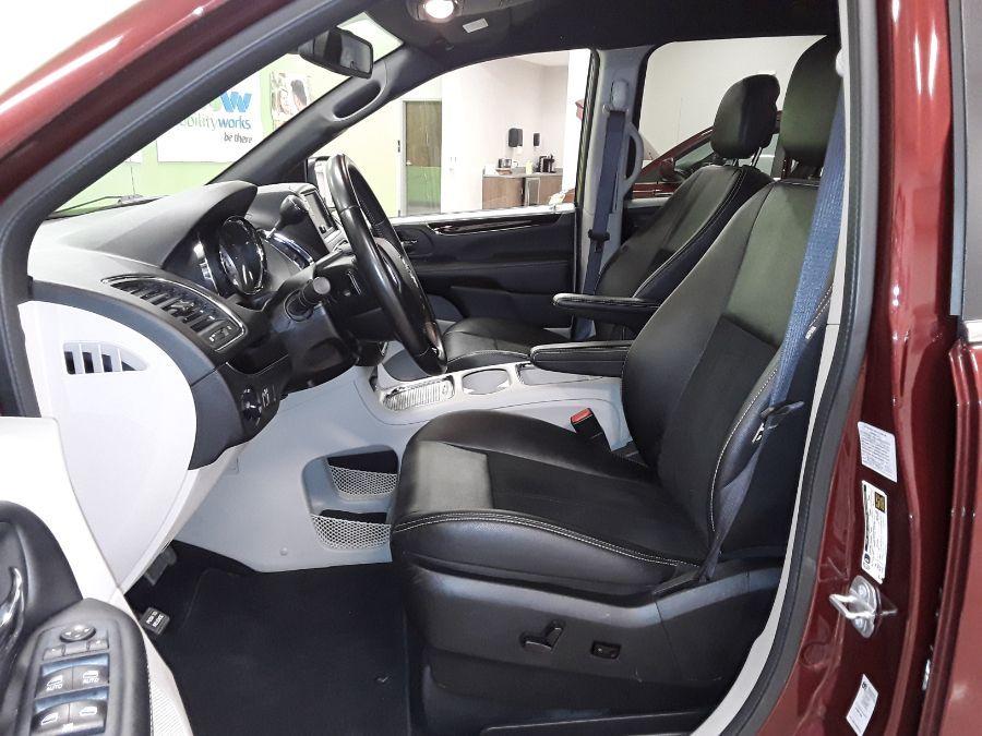 Red Dodge Grand Caravan image number 9