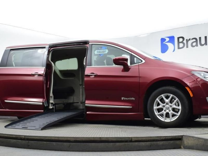 Red Chrysler Pacifica image number 16