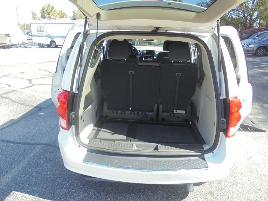 White Dodge Grand Caravan image number 25