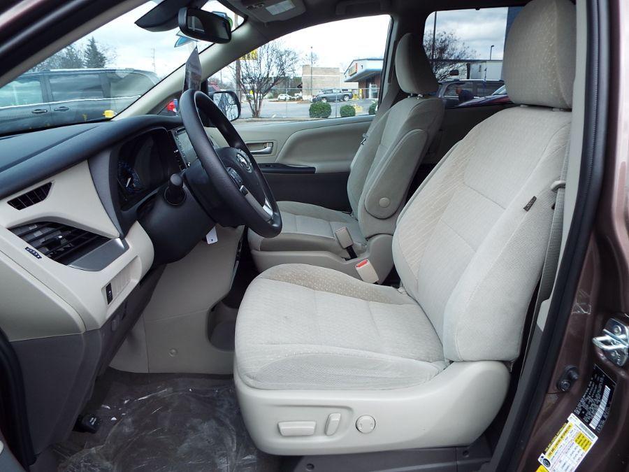 Brown Toyota Sienna image number 20